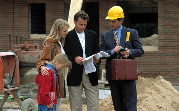 Security「Architect and clients - construction site of a family house」:写真・画像(18)[壁紙.com]