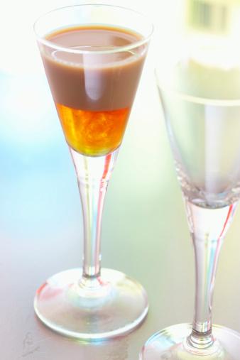 カクテル「Drinks in shot glasses」:スマホ壁紙(11)
