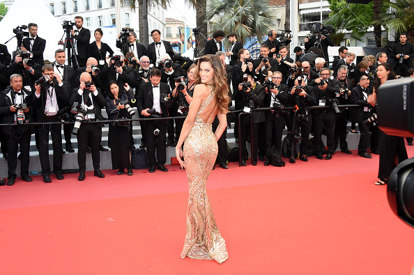 肩ごしに見る「'Burning (Beoning)' Red Carpet Arrivals - The 71st Annual Cannes Film Festival」:写真・画像(17)[壁紙.com]