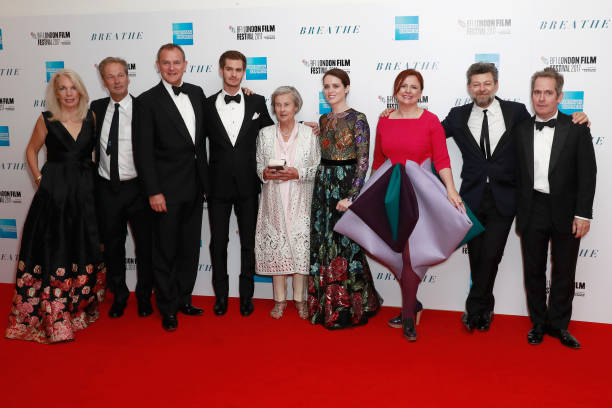下襟「'Breathe' Opening Night Gala & European Premiere - 61st BFI London Film Festival」:写真・画像(18)[壁紙.com]