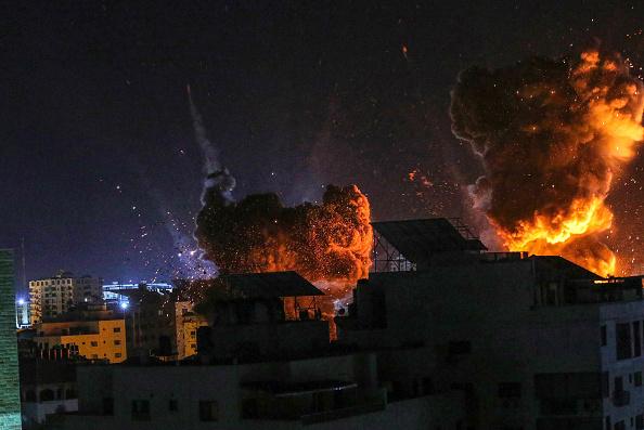 Bestof「Death Toll Rises In Gaza As Israeli Strikes Intensify」:写真・画像(1)[壁紙.com]