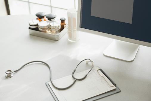 Doctor「Desk in doctors office」:スマホ壁紙(19)