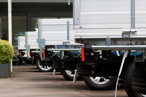 Car Dealership「Row of flatbed small trucks」:スマホ壁紙(4)