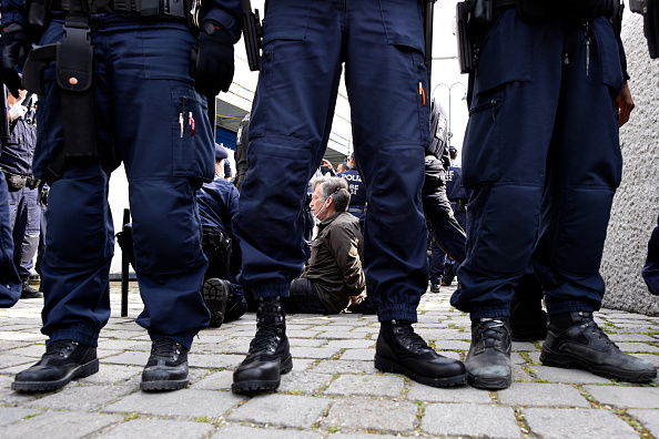 Thomas Kronsteiner「Protesters Demand End To Coronavirus Lockdown Measures」:写真・画像(7)[壁紙.com]