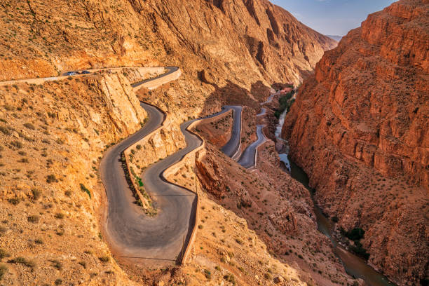 Steep mountain road - Dades Valley Morocco:スマホ壁紙(壁紙.com)