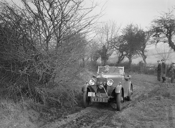 Country Road「Triumph of GJN Hall at the Sunbac Colmore Trial, near Winchcombe, Gloucestershire, 1934」:写真・画像(15)[壁紙.com]