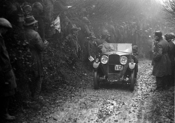 Country Road「Triumph of BA Roy competing in the MCC Exeter Trial, 1930」:写真・画像(2)[壁紙.com]
