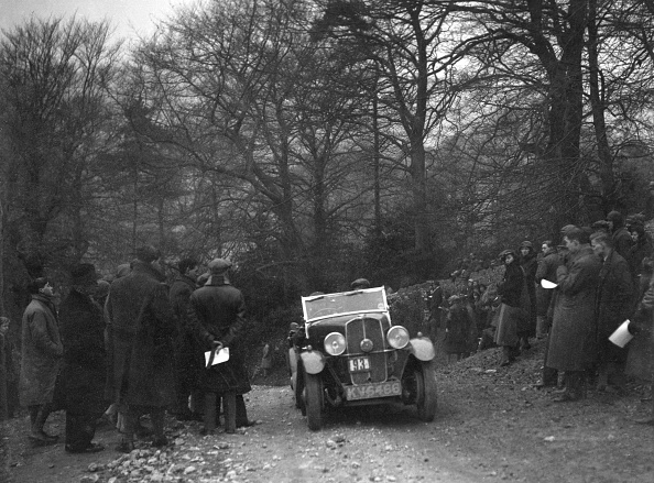 Country Road「Triumph of RL Bellamy climbing Nailsworth Ladder, Sunbac Colmore Trial, Gloucestershire, 1934」:写真・画像(5)[壁紙.com]