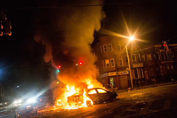 Burning「Protests in Baltimore After Funeral Held For Baltimore Man Who Died While In Police Custody」:写真・画像(17)[壁紙.com]