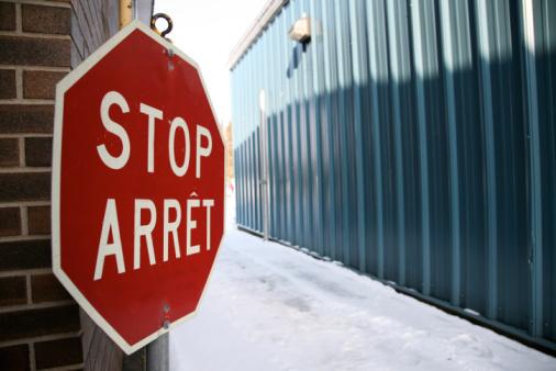 Bilingual「Bilingual stop sign in alley in winter」:スマホ壁紙(12)