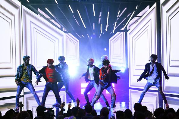 防弾少年団「2017 American Music Awards - Show」:写真・画像(1)[壁紙.com]