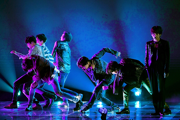Kim Tae-Hyung「2018 Billboard Music Awards - Show」:写真・画像(9)[壁紙.com]
