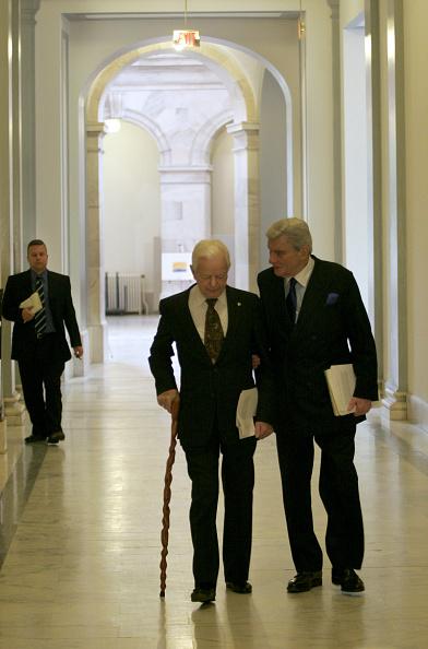 Politician「Senators Work On Filibuster Compromise」:写真・画像(2)[壁紙.com]