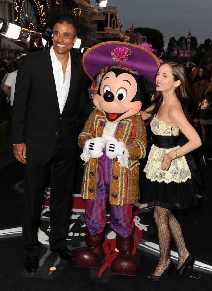 ミッキーマウス「Premiere Of Walt Disney Pictures' 'Pirates Of The Caribbean: On Stranger Tides' - Red Carpet」:写真・画像(16)[壁紙.com]