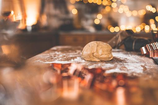 Gingerbread Cookie「Baking gingerbread cookies at home」:スマホ壁紙(19)