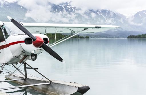 Airplane「USA, Alaska, Kenai, Moose Pass, Float plane at dock on lake」:スマホ壁紙(12)