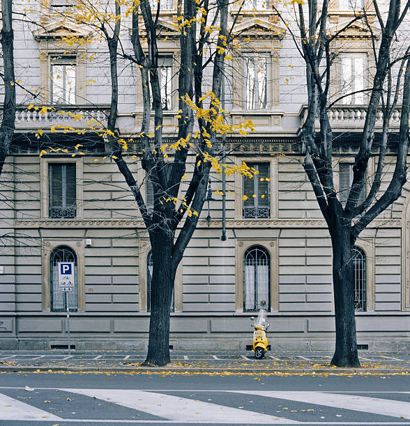 Yellow scooter parked in Milan, Italy:スマホ壁紙(壁紙.com)