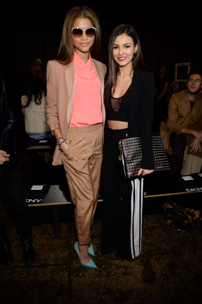 Larry Busacca「DKNY Women's - Front Row - Mercedes-Benz Fashion Week Fall 2014」:写真・画像(16)[壁紙.com]