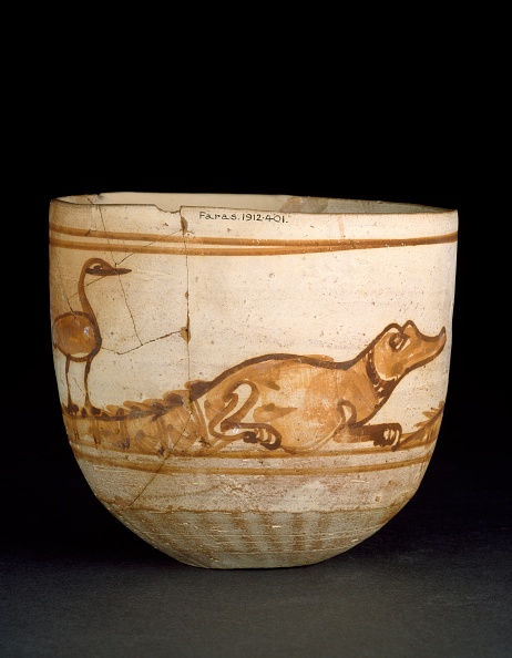 Cream Colored「Cup Decorated In Red With A Scene Of Two Crocodiles With Birds On Their Tails」:写真・画像(15)[壁紙.com]