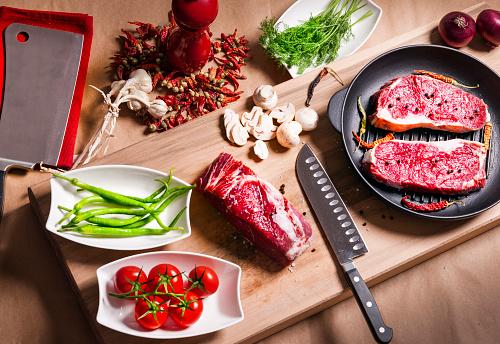 Cast Iron「Cooking beef steak fillets」:スマホ壁紙(5)