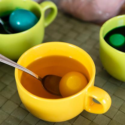 イースター「Cups with eggs and colored dye for Easter」:スマホ壁紙(10)