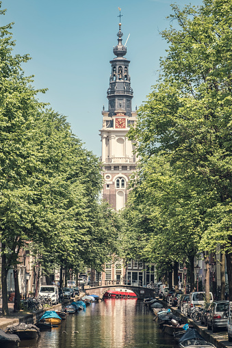 Amsterdam「Zuiderkerk church tower over a bridge and canal boats during springtime in Amsterdam on the famous canals」:スマホ壁紙(4)