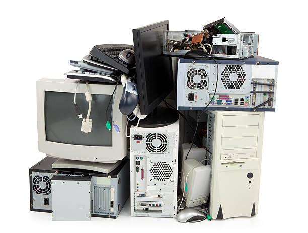 Obsolete computer electronics equipment for recycling:スマホ壁紙(壁紙.com)