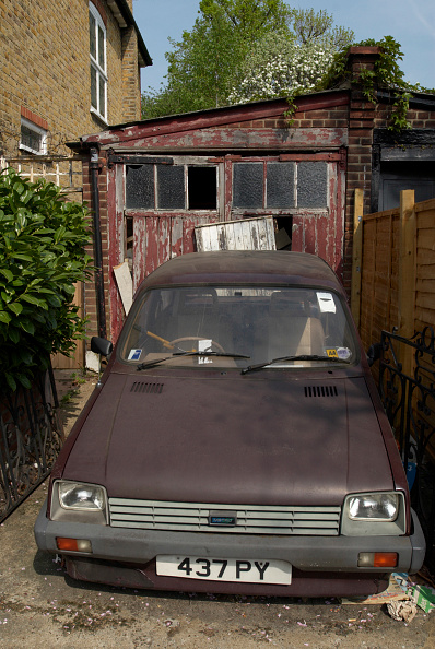 Rusty「Old car parked at house, United Kingdom」:写真・画像(14)[壁紙.com]