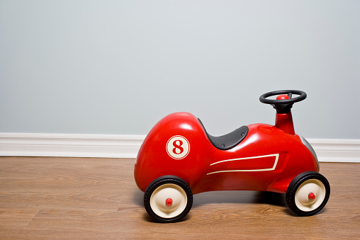 Leisure Activity「Red Car vintage toy car on a hardwood floor」:スマホ壁紙(12)
