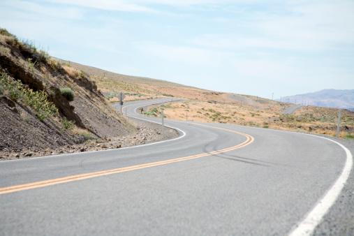 Country Road「USA, Nevada, tire skid mark on curved road through desert」:スマホ壁紙(10)