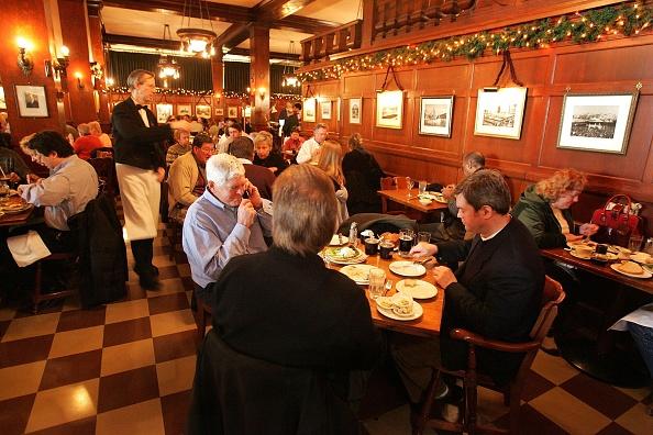Chicago - Illinois「Chicago's Historic Berghoff Restaurant To Close」:写真・画像(19)[壁紙.com]