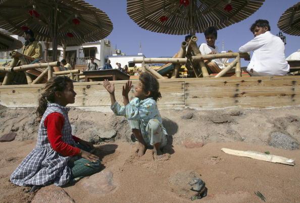 Dozen「Triple Bombings Kill 23 In Red Sea Resort」:写真・画像(8)[壁紙.com]