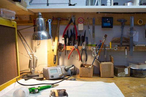 Small Office「A workbench with lots of tools arranged」:スマホ壁紙(1)