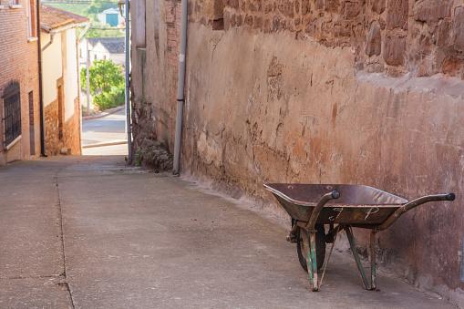 Camino De Santiago「Old wheelbarrow, Azofra, Spain」:スマホ壁紙(12)