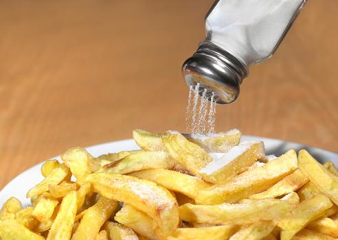 Salt - Seasoning「Too much salt on chips」:スマホ壁紙(11)