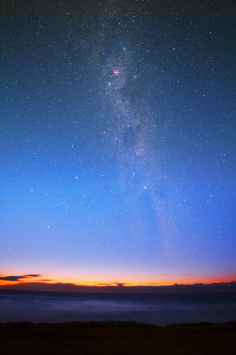 star sky「The Eta Carina nebula and the Milky Way visible at dawn with the naked eye, Miramar, Argentina.」:スマホ壁紙(15)