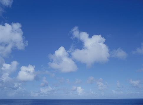 北マリアナ諸島「Clouds in blue sky」:スマホ壁紙(17)