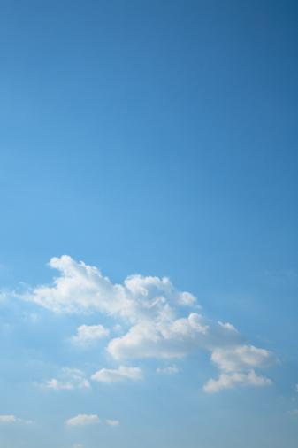 Japan「Clouds in blue sky, blue background, copy space, Tokyo prefecture, Japan」:スマホ壁紙(7)