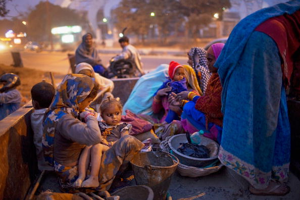 Delhi「Labour Force Work Under Difficult Conditions To Complete Commonwealth Games」:写真・画像(11)[壁紙.com]