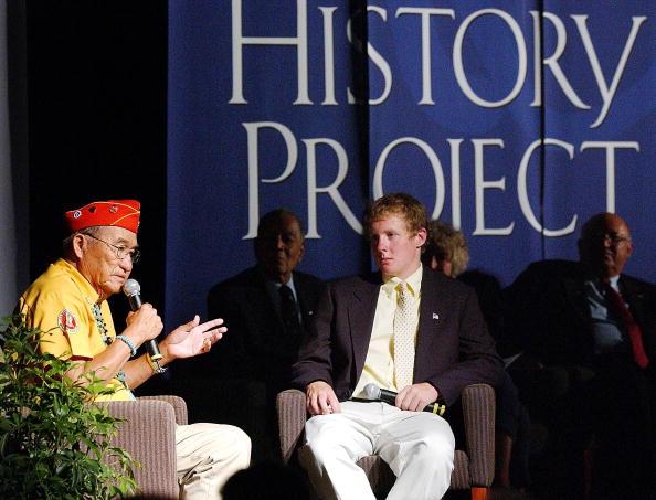 Navajo Culture「Navajo Code-Talker Speaks To Youths」:写真・画像(6)[壁紙.com]