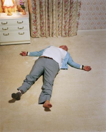 熊「man passed out on carpet with one sock」:スマホ壁紙(17)