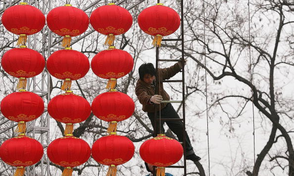 In A Row「Preparations For Chinese New Year Temple Fair In Beijing」:写真・画像(18)[壁紙.com]