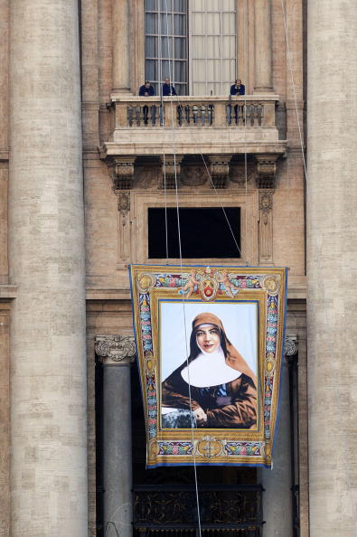 Architectural Feature「Preparations Ahead Canonisation Ceremony Of Six New Saints At St. Peter's Square」:写真・画像(1)[壁紙.com]