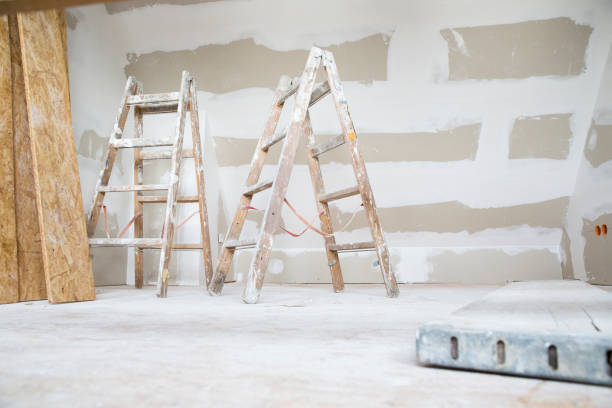 Two ladders in an attic to be renovated:スマホ壁紙(壁紙.com)