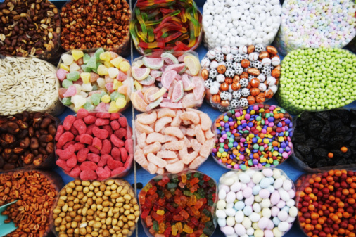 Market Stall「Various sweets on market stall, elevated view, full frame」:スマホ壁紙(1)