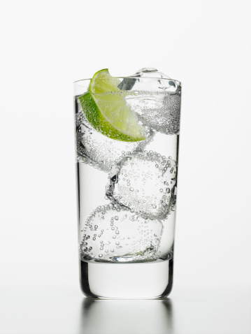 Soda「Seltzer water with lime wedge」:スマホ壁紙(1)