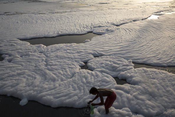 Water Pollution「Pollution Blights The Yamuna River」:写真・画像(1)[壁紙.com]