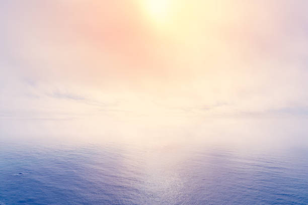 Sun breaking through sea fog:スマホ壁紙(壁紙.com)