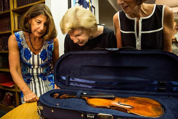 Violin「FBI Announces Recovery Of Roman Totenberg's Stolen Stradivarius After 35 Years」:写真・画像(17)[壁紙.com]