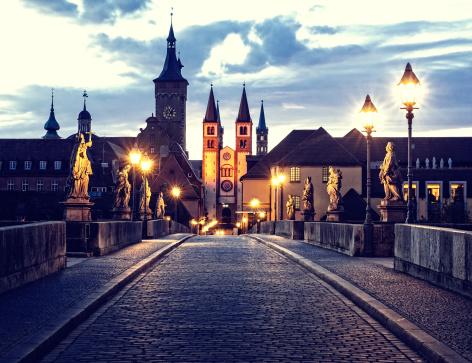 Footbridge「Wurzburg Old Main Bridge (Alte Mainbrücke) at dawn」:スマホ壁紙(17)